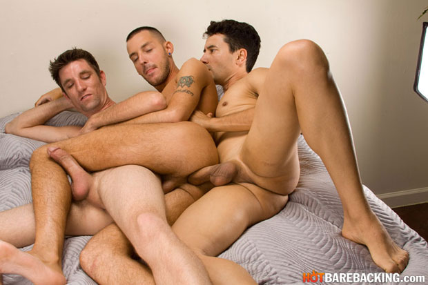 Gabriel D'Alessandro, Gio Ryder and RJ Cummings - HotBarebacking.com