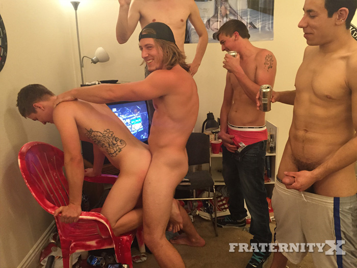 Chilling Out at the Frat House Turns Into a Sizzling Bareback Fuck Fest