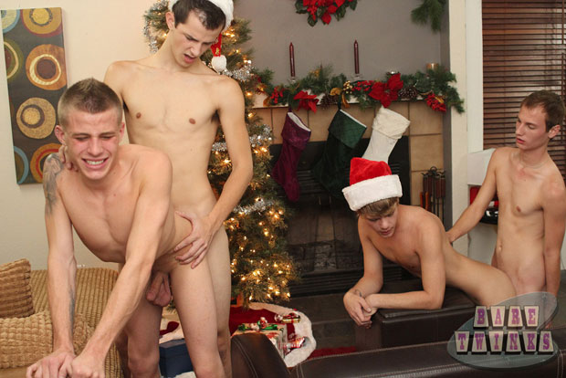 Christmas Wish of a Bareback Sex Orgy Comes True for Several Twinks