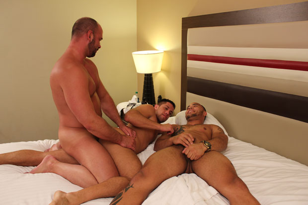 Tyler Reed, Dylan Saunders and Orlando Ink - Raw Joxxx